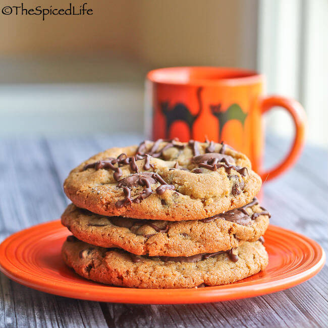 Spider Infested Chocolate Chip Cookies: an easy Halloween treat!