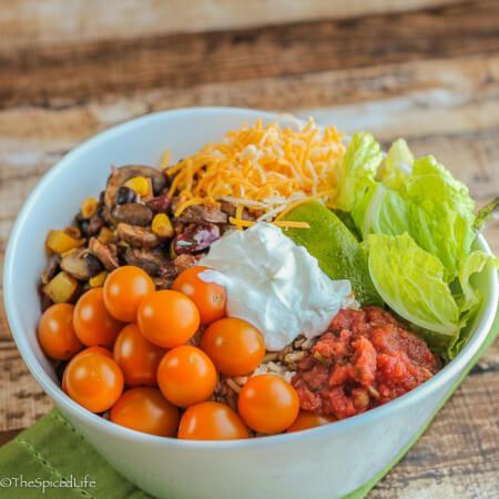 Vegetarian, healthy and super easy and fast!: Mushroom and Bean Vegetarian Burrito Bowl