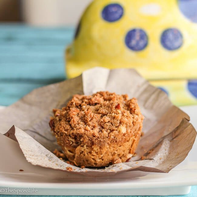 Sour Cream Peach Muffins with Pecan Streusel--easy, fun to b..