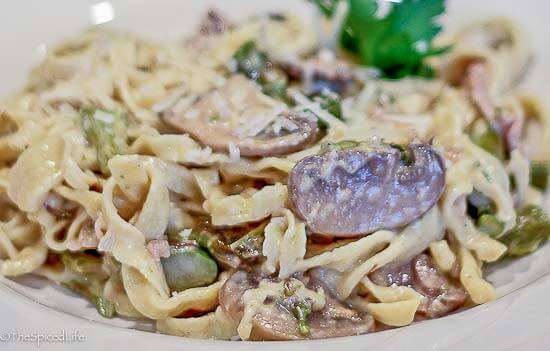 Fettuccine in Bianco with Asparagus and Mushrooms