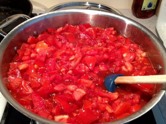 simmering tomato chutney