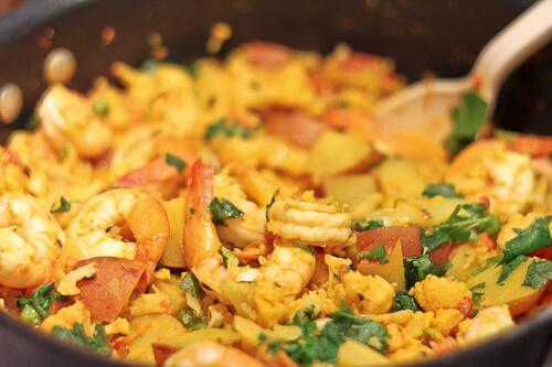 Bengali curry with shrimp, cauliflower, peas