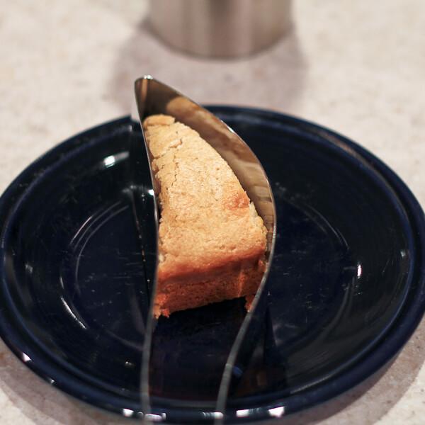 Slice of late night vanilla cake using Magisso Cake Server