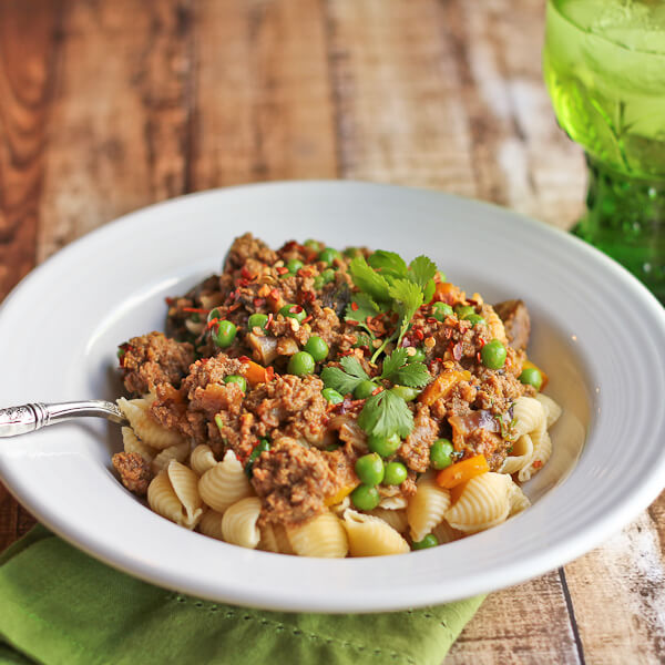 Indian meets Italian in this Pasta with Ground Lamb and Green Peas (with peppers and mushrooms!)