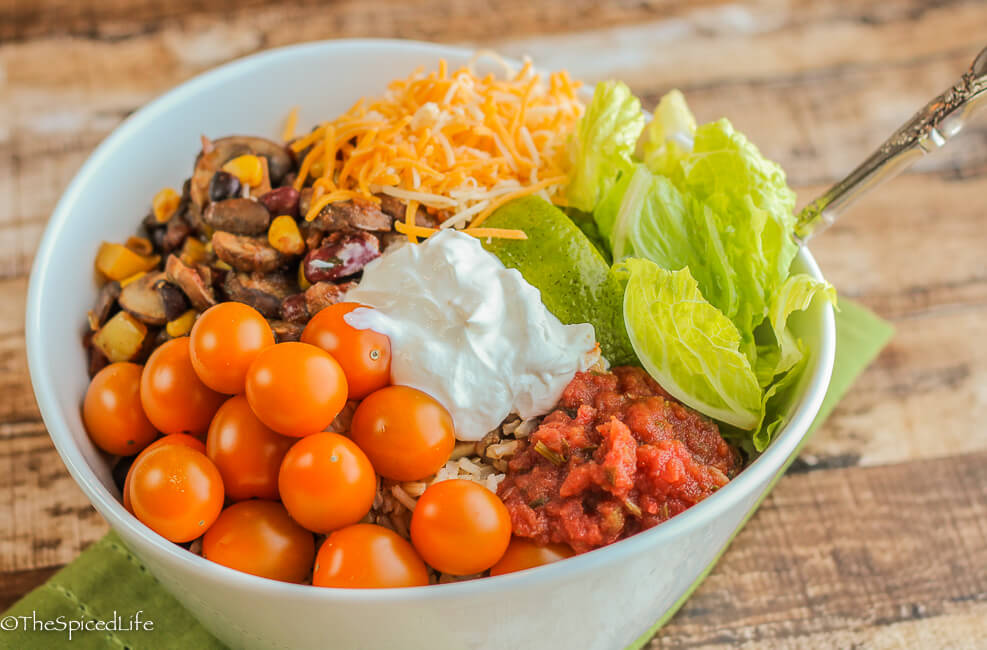Vegetarian, healthy and super easy and fast!: Mushroom and Bean Vegetarian Burrito Bowl
